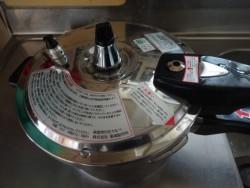 鶏ガラを煮るために買った圧力鍋